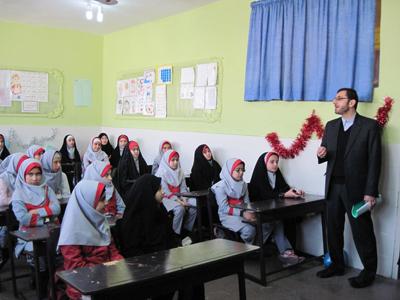 بازدید مدیرکل امور اجتماعی استانداری خراسان رضوی از طرح ریحانه النبی در مدارس مشهد